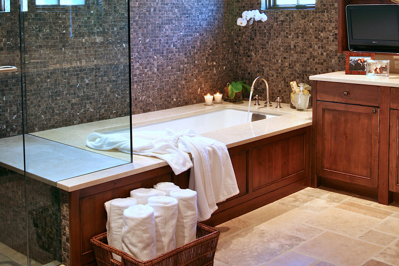 Aspen Highlands Bath with wall mosaic